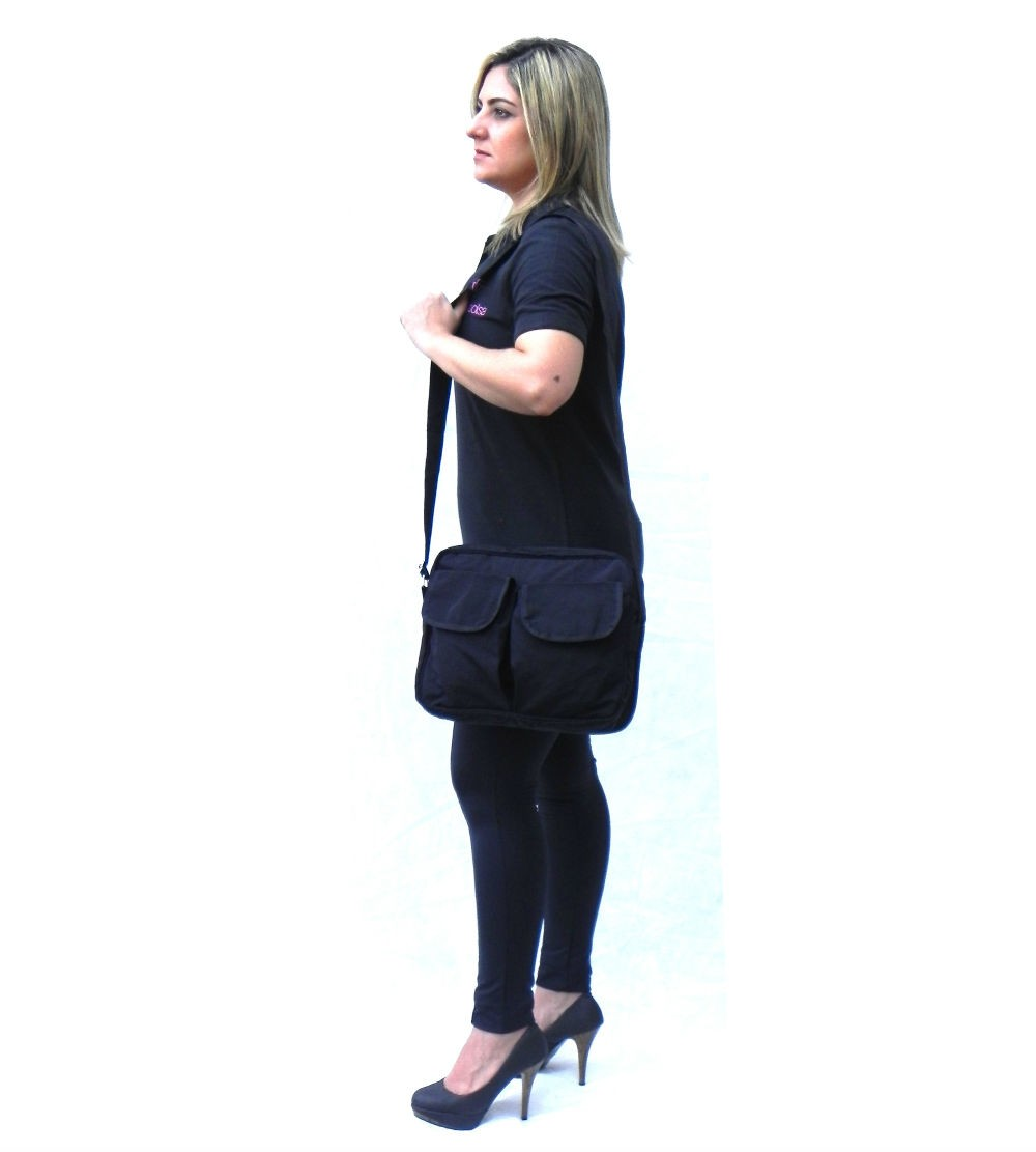 Bolsa transversal preta em nylon impermeável